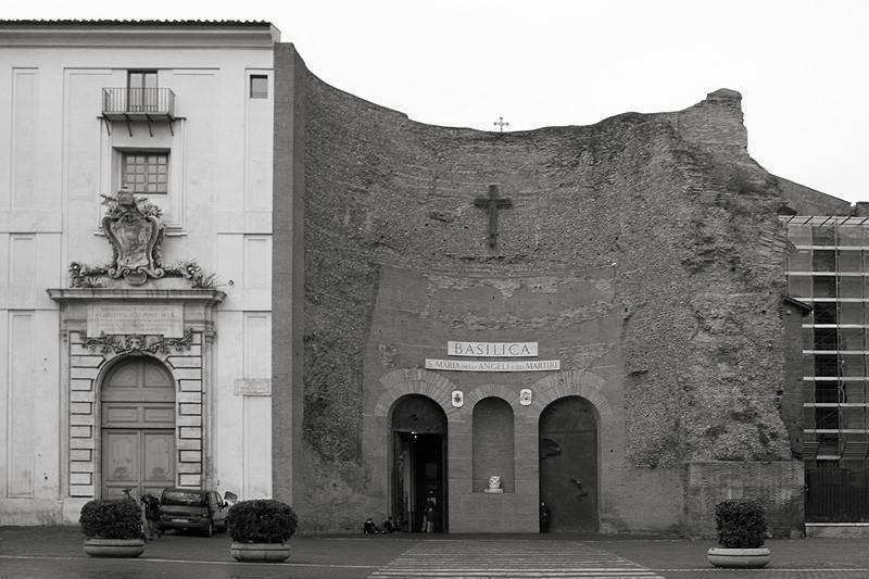 Церковь вписанная в остатки терм