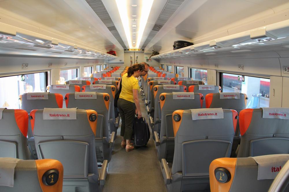 Эконом-вагоне Smart поезда Italo Treno