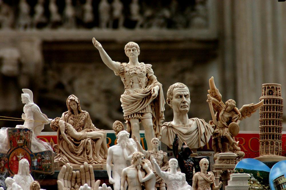 Фигурки в качестве сувенира из Рима