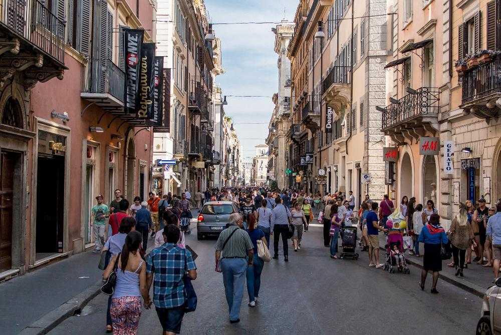 Виа Дель Корсо - главная торговая улица в Риме