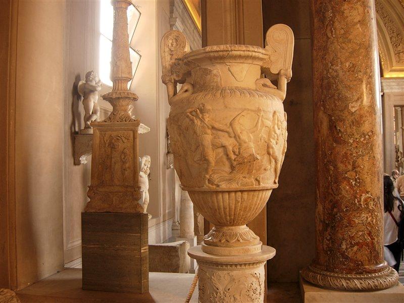 Коллекция амфор в Григорианском Этрусском музее