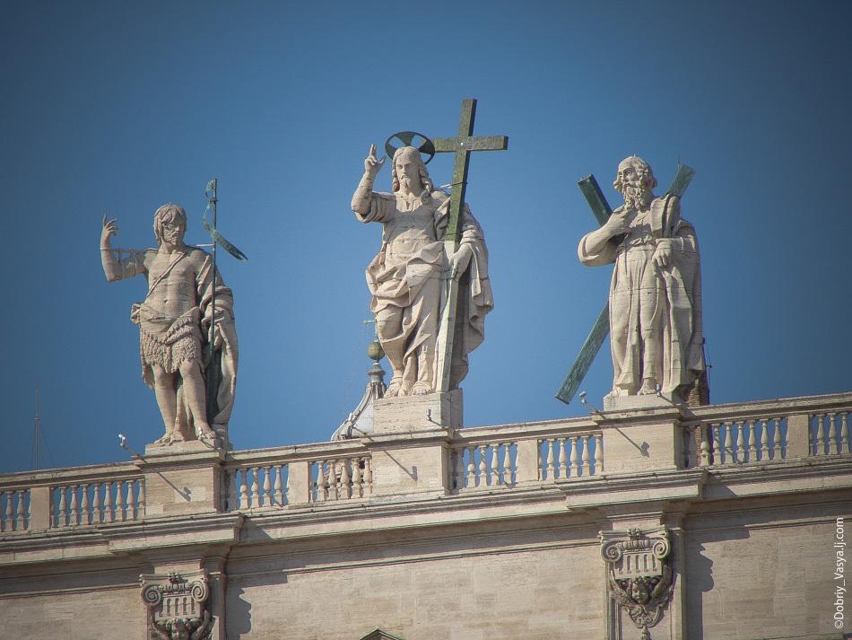 Статуя Христа на соборе Святого Петра