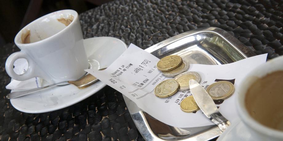 Мелочь на чай в кафе