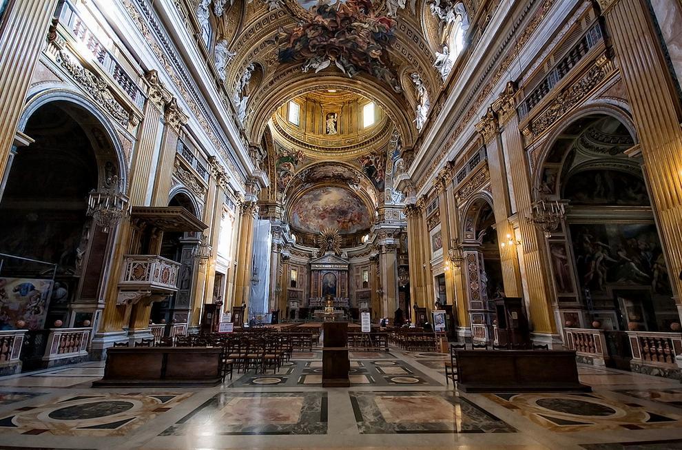 Интерьер церкви Иль-Джезу
