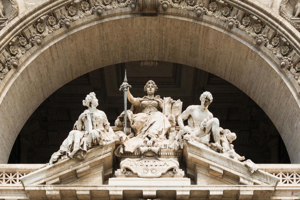 Скульптуры и лепнина